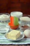 Масло, мука, сахар, какао и mangetki для булочки Стоковые Изображения RF