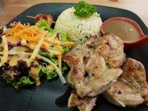 Масло цыпленка с жареными рисами стоковые фото