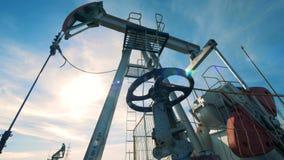 Масл-нагнетая конструкция во время извлечения топлива Нефтедобывающая промышленность, нефтяная промышленность, концепция нефтяног видеоматериал
