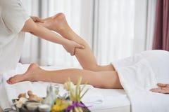 Массаж ноги на роскошном салоне курорта Стоковые Фото