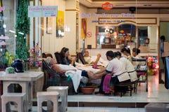 Массаж ноги на рынке ночи в Hua Hin Стоковые Фото