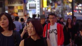 Масса людей в улице токио на ноче - ТОКИО/ЯПОНИИ - 12-ое июня 2018 сток-видео