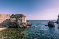 Массивнейшие каменные стены городка Дубровника старого Стоковые Изображения RF