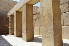 Массивные штендеры в виске долины Khafre на Гизе, Египте стоковая фотография