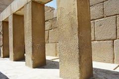 Массивные штендеры в виске долины Khafre на Гизе, Египте стоковые изображения rf