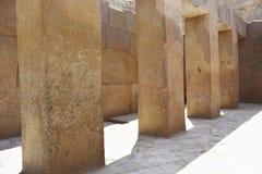 Массивные штендеры в виске долины Khafre на Гизе, Египте стоковая фотография rf