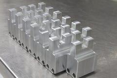 Массив изготовления алюминиевый на таблице нержавеющей стали Стоковое Фото