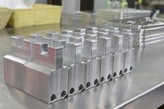Массив изготовления алюминиевый на таблице нержавеющей стали Стоковая Фотография