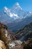 Массив Ama Dablam, Гималаи Непала стоковое изображение rf