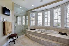 Мастерская ванна в роскошном доме Стоковое Фото