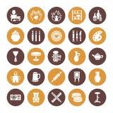 Мастерская гончарни, керамика классифицирует плоские значки глифа Знаки студии глины Здание руки, ваяя оборудование - гончара иллюстрация вектора