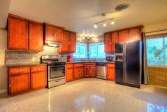 Мастерская кухня в современном доме Стоковые Фотографии RF