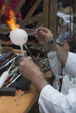 Мастерская работа на стеклянном шарике Стоковые Фотографии RF