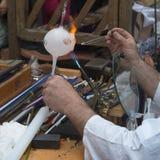 Мастерская работа на стеклянном шарике Стоковые Фото