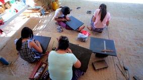 Мастерская Lacquerware в Bagan, Мьянме акции видеоматериалы