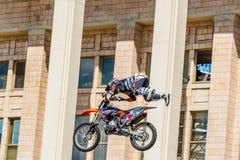 Мастеры выставки FMX фристайла Moto Москва, 26-ое июля 2014 Стоковое Изображение RF