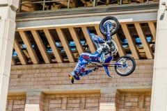 Мастеры выставки FMX фристайла Moto Москва, 26-ое июля 2014 Стоковая Фотография RF