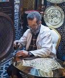 Мастер Fez курсирует его торговлю стоковые фотографии rf