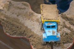 Масштабная модель пластичной тележки с песком Стоковые Фотографии RF