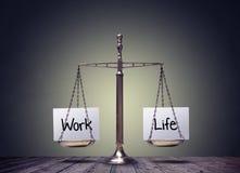 Масштабы баланса жизни работы стоковое изображение rf