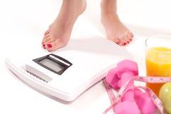 Масштабы концепции диеты веся стоковая фотография rf