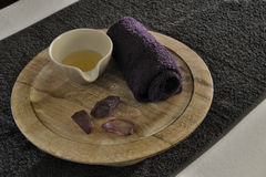 Масштаб здоровья деревянный с горячим камнем Стоковое Фото