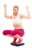 Масштаб счастливой женщины веся Dieting потеря веса Стоковое Изображение RF