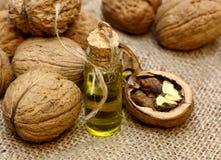 Масло естественного КУРОРТА косметическое, эфирные масла, от чокнутых грецких орехов Стоковые Фотографии RF