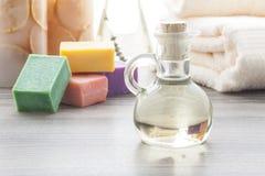 Масло массажа с покрашенными мылами Стоковое фото RF