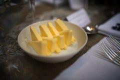 Масло отрезало в треугольники Стоковое Фото