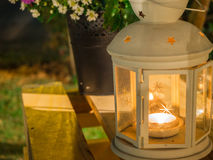 Масляная лампа на деревянной коробке Стоковая Фотография RF