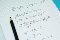 Математические примеры и вычисления в тетради для лекций Элементы этого изображения поставленные NASA стоковые изображения