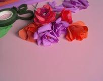 Материалы для того чтобы создать цветок Handmade бумажный цветок Бумага Crepe стоковые фотографии rf