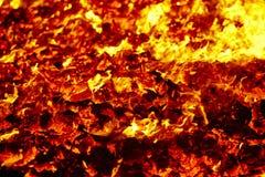Материал вулкана огня раскаленный добела Горячий костер угля Выбросы углерода стоковые изображения rf