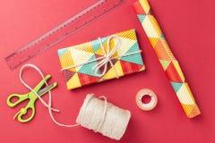 Материал создания программы-оболочки подарка стоковая фотография rf