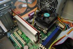 Материнская плата, видеокарта и процессор внутри компьютера стоковое изображение rf