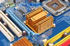 материнская плата компьютера цвета сини близкая вверх Стоковые Изображения