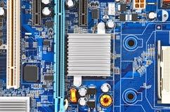 материнская плата компьютера цвета сини близкая вверх Стоковое Изображение