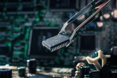 материнская плата компьютера цвета сини близкая вверх стоковая фотография