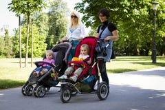 мати паркуют детенышей Стоковая Фотография RF