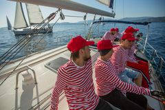 Матросы участвуют в осени 2018 Ellada регаты плавания двадцатой среди греческой группы островов в Эгейском море стоковые фотографии rf