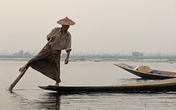 Матрос в birmanie на озере Inle стоковые фото