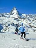 Маттерхорн с некоторыми лыжниками Стоковое Изображение RF