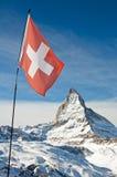 Маттерхорн с швейцарским флагом Стоковое Изображение