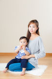 Мать Азии и ее сын стоковое изображение rf