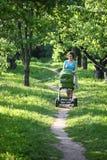 мать детской дорожной коляски Стоковое Изображение RF