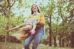 мать дочи играя совместно Стоковые Изображения RF