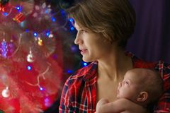 мать дочи newborn Рождество стоковое фото rf