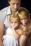 Мать и двойные девушки Стоковые Фото
