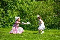 Мать и дочь в парке лета Стоковая Фотография